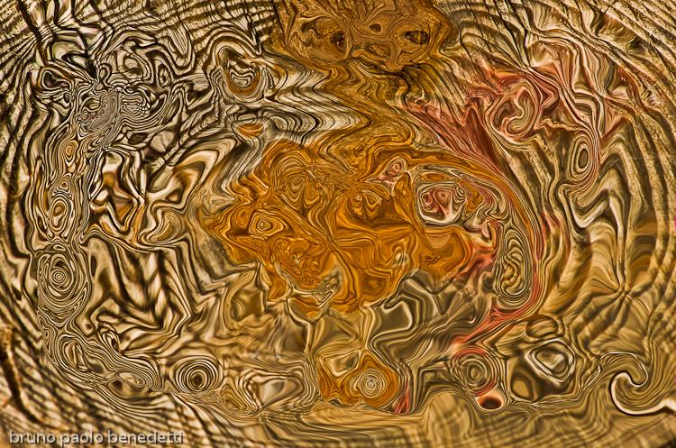 broken lines and spirals make watcher feel a dizziness sensation